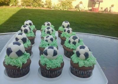 soccer-ball-cupcakes